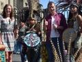 Zdjęcie z Azteckimi tancerzami na Zócalo przedkatedrą w mieście Meksyku.